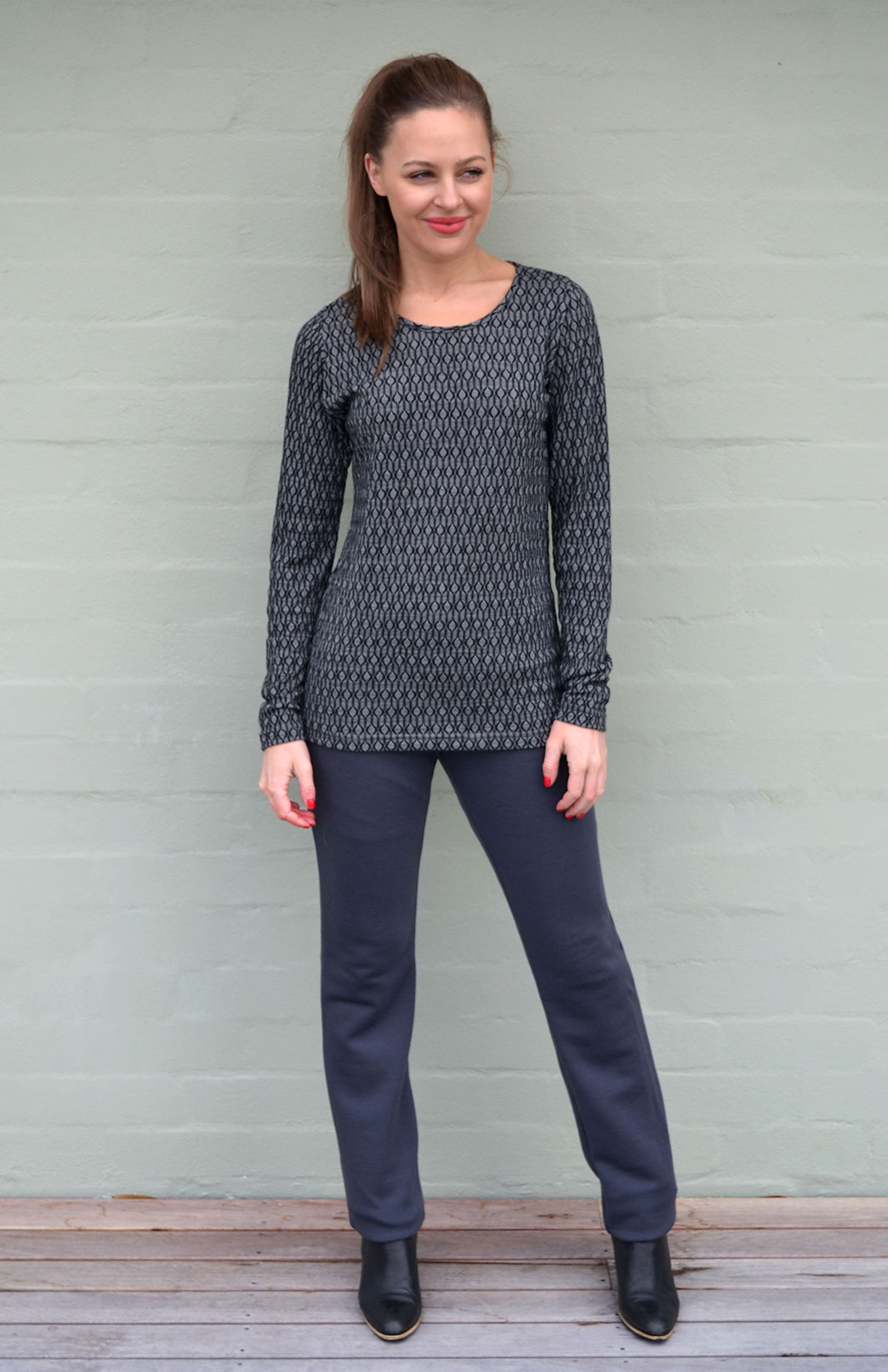 Patterned Round Neck Top in Black Keyhole