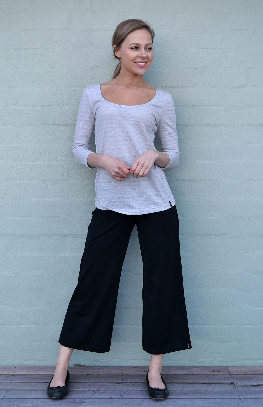 3/4 Yoga Pants - Women's Black Merino Wool Lightweight 3/4 Length Yoga Activewear Pants - Smitten Merino Tasmania Australia