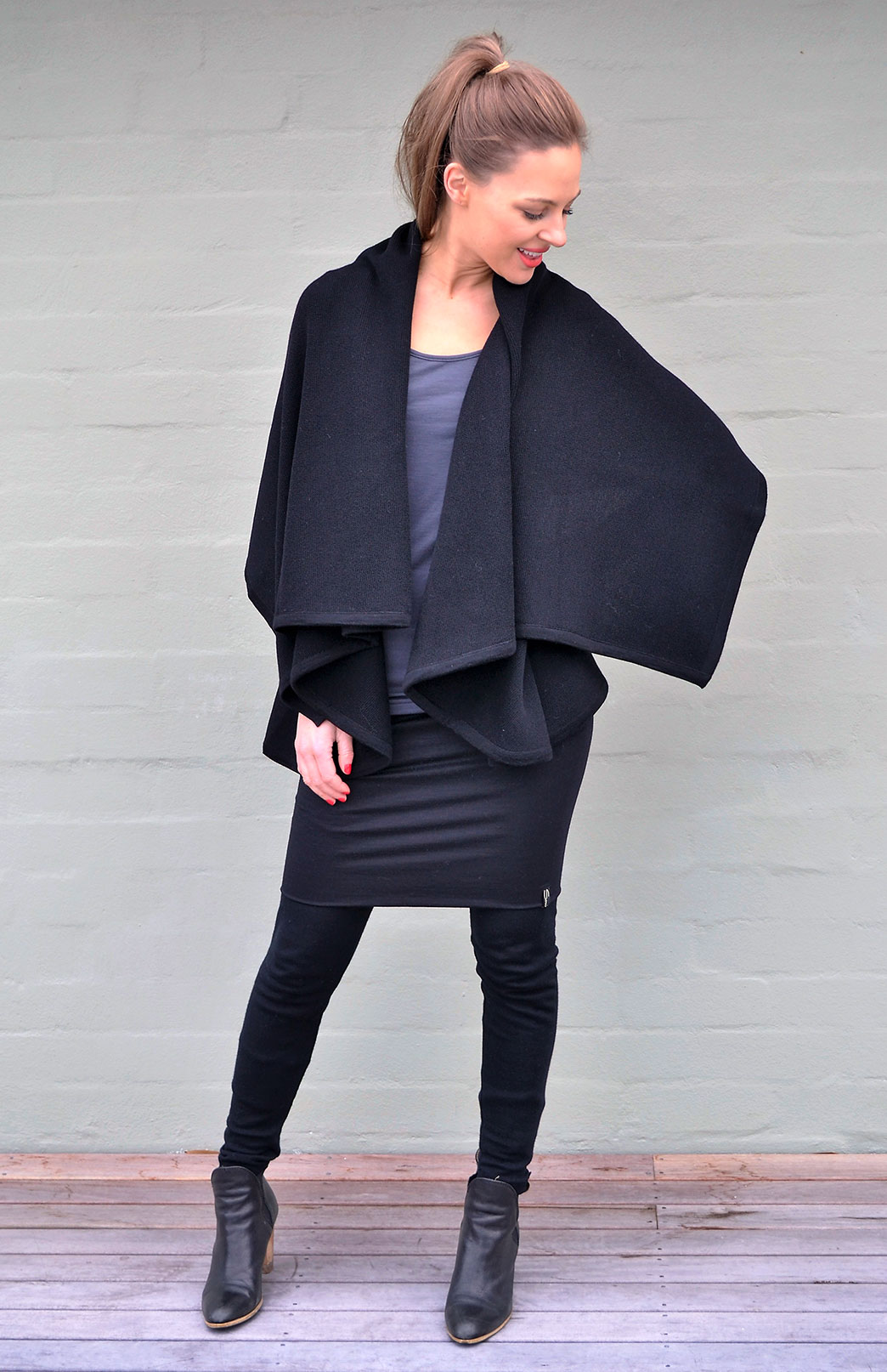 Black Sleeveless Wrap