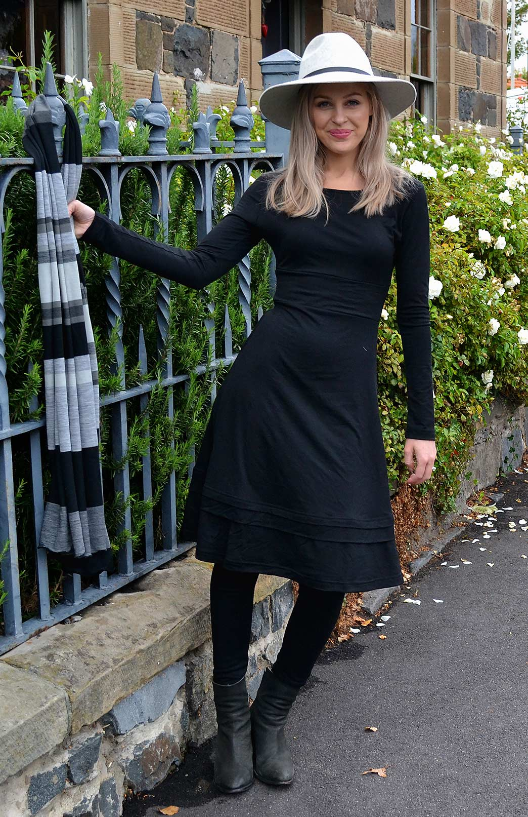 Indi Dress in Black Black